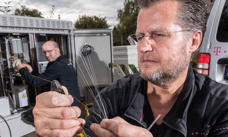 Mehr Breitband Für Mich Telekom Glasfaser Für Zahlungskräftige
