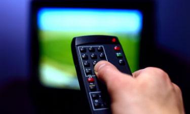Alte Fernbedienung und Fernseher