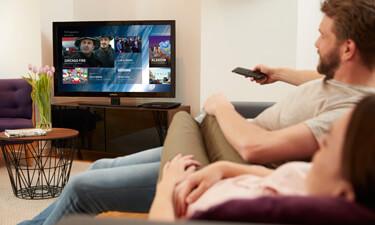 Telekom Entertain: Paar vorm Fernseher