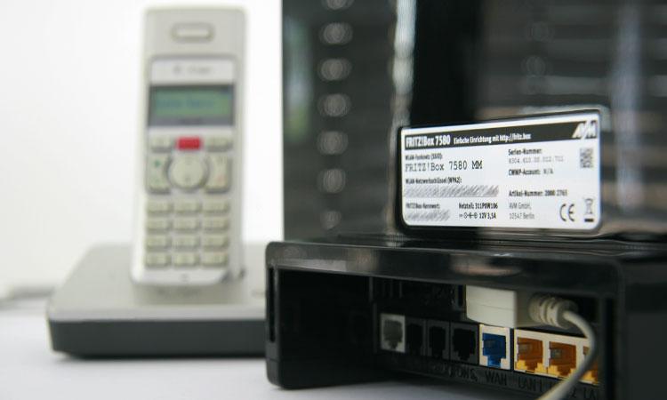 1&1 BusinessServer mit angeschlossenem Telefonanschluss