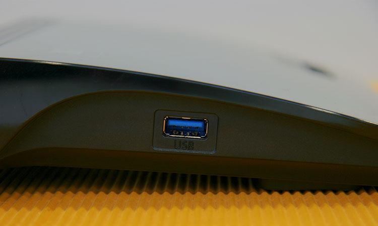 1&1 HomeServer Speed+ seitlicher USB Anschluss